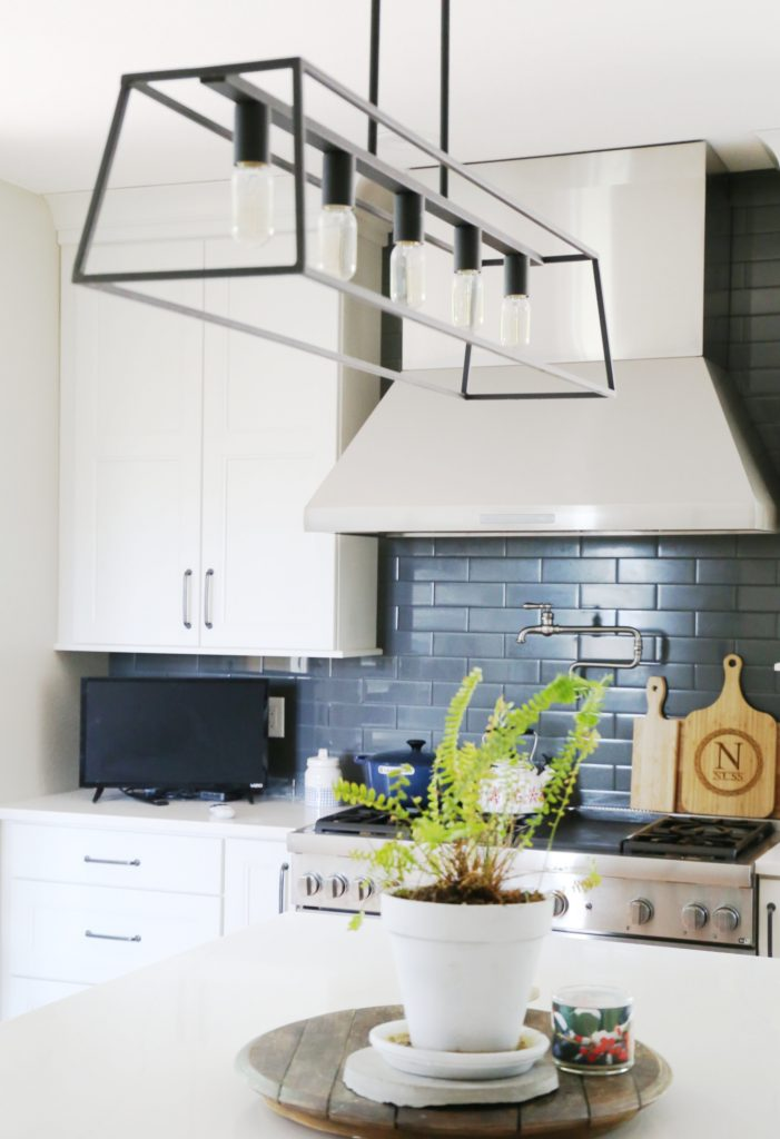 builder-grade-light-fixtures