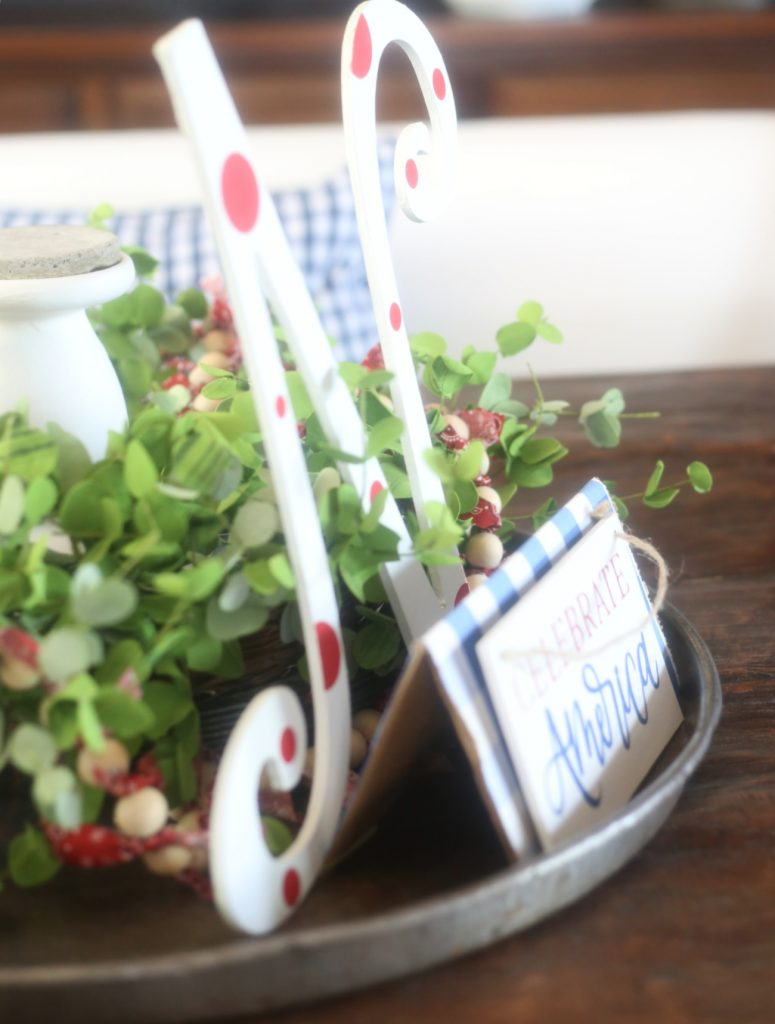 patriotic-tray-decor-everydayedits
