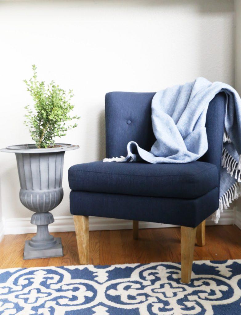 blue-white-living-room-rug
