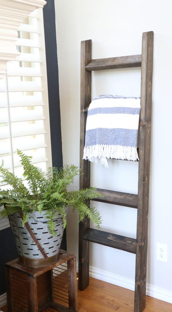 handmade-farmhouse-wood-blanket-ladder