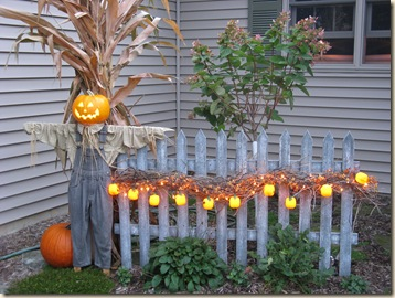 picket-fence-fall-decor-inspiration