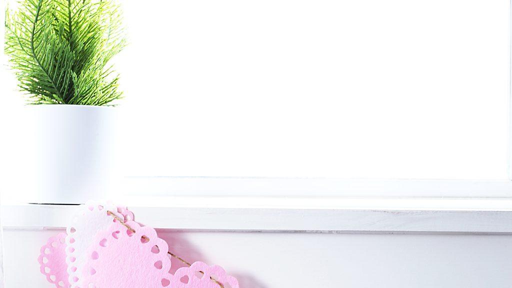 cutest- DIY- Valentine-garland