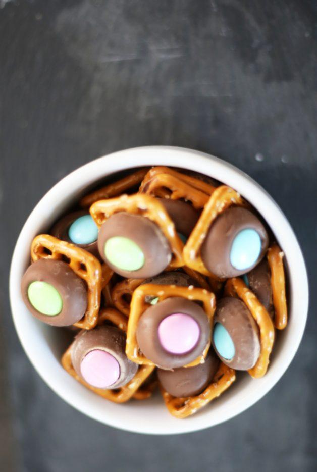 chocolate-pretzel-kisses