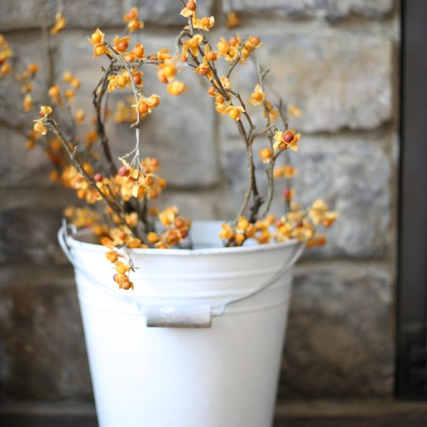 THE SECRET TO DECORATE WITH BUCKETS FOR FALL